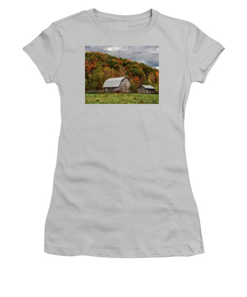 Old Barns Of Beauty In Ohio  Women's T-Shirt (Athletic Fit)