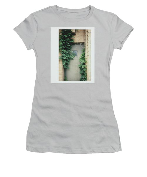 Polaroid Image-ivy In The Doorway Women's T-Shirt (Athletic Fit)