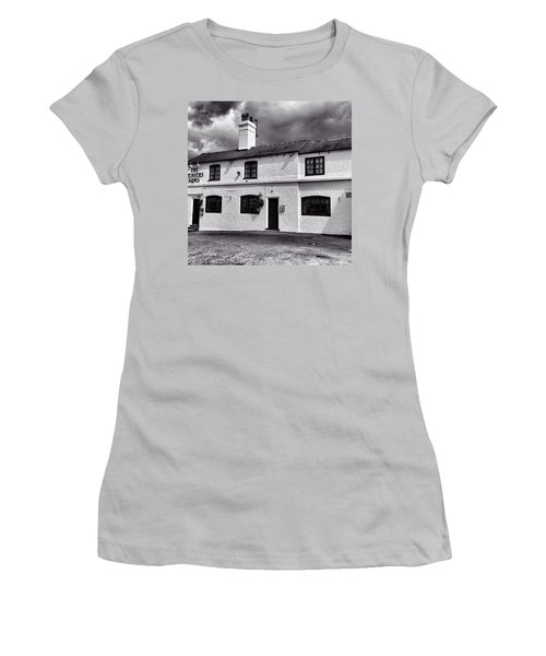 The Weavers Arms, Fillongley Women's T-Shirt (Junior Cut) by John Edwards