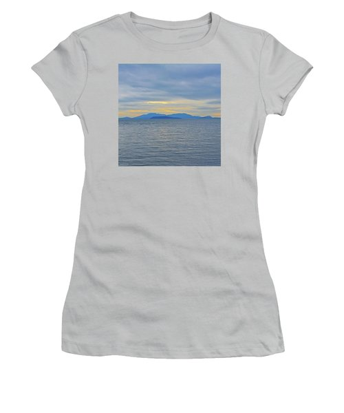 Three Realms/dusk Women's T-Shirt (Athletic Fit)