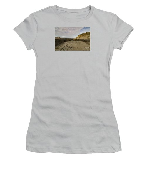 Tide Out Portreath Women's T-Shirt (Athletic Fit)