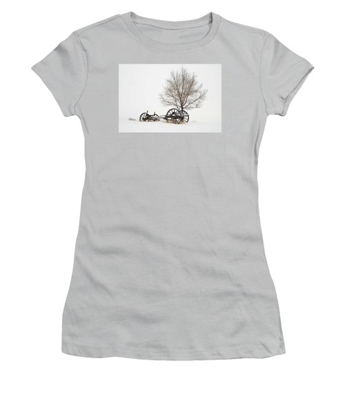 Wagon In The Snow Women's T-Shirt (Athletic Fit)