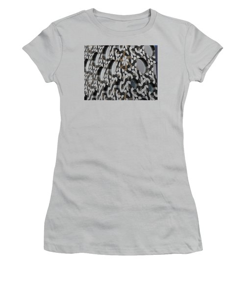 Windows Greenwich 03 Women's T-Shirt (Athletic Fit)