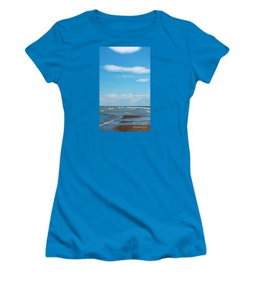 Pelee Women's T-Shirt (Junior Cut) by Ann Horn