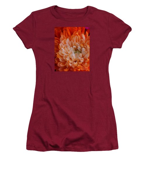 Mum On Fire Women's T-Shirt (Athletic Fit)