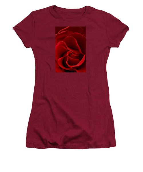 Red Rose Vi Women's T-Shirt (Athletic Fit)