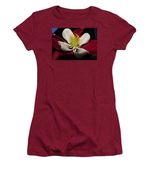 Aquilegia  Columbine Women's T-Shirt (Athletic Fit)