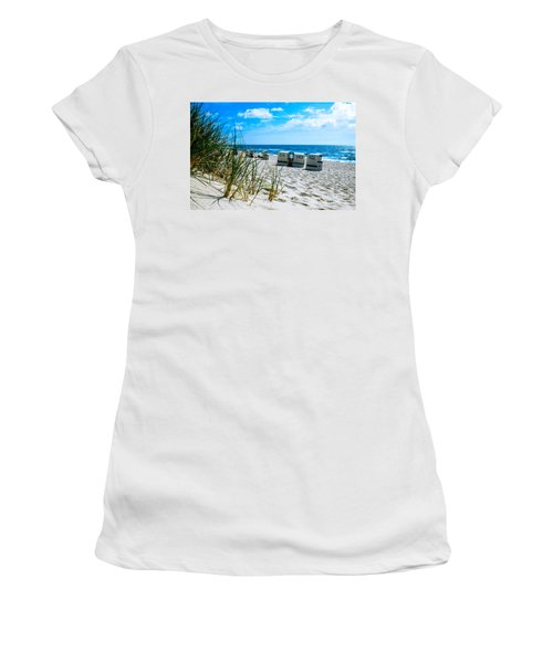 Behind The Dunes -light Women's T-Shirt (Athletic Fit)