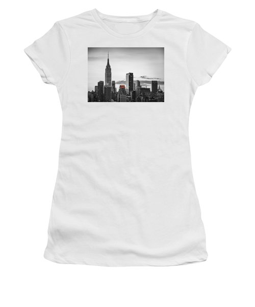 Black And White Version Of The New York City Skyline With Empire Women's T-Shirt (Athletic Fit)