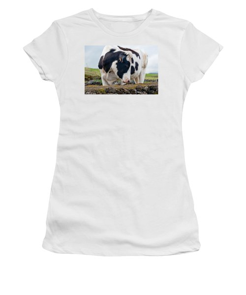 Cow With Head Turned Women's T-Shirt (Athletic Fit)