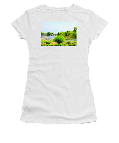 Lagoon  Women's T-Shirt (Athletic Fit)