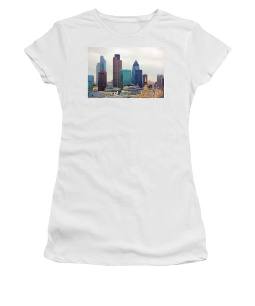London Skyline Women's T-Shirt (Athletic Fit)