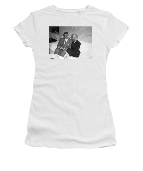 Marilyn Monroe And Joe Dimaggio Women's T-Shirt