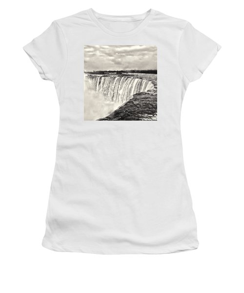 Niagara Falls  Women's T-Shirt (Athletic Fit)