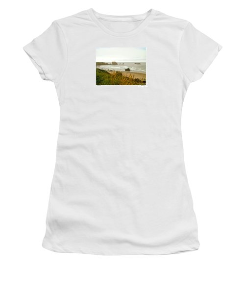 Oregon Beach Women's T-Shirt (Athletic Fit)