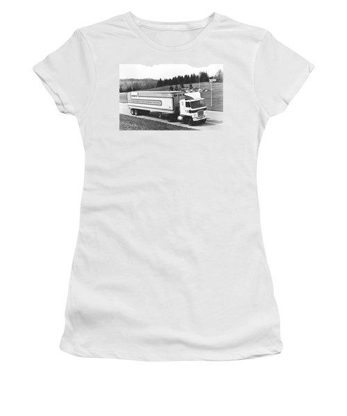 Semi Truck With Dragfoiler Women's T-Shirt