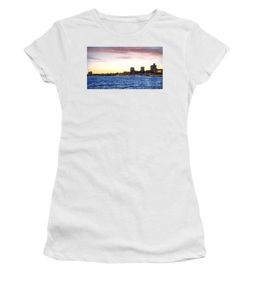 Skyline Hamburg Women's T-Shirt (Athletic Fit)