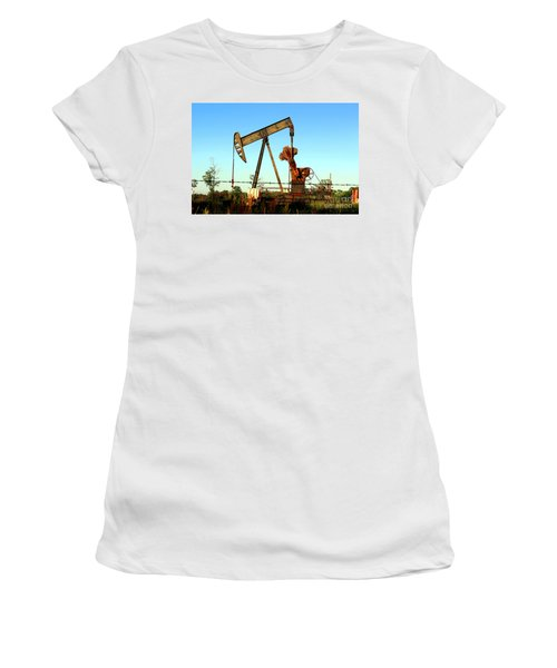 Texas Pumping Unit Women's T-Shirt (Athletic Fit)