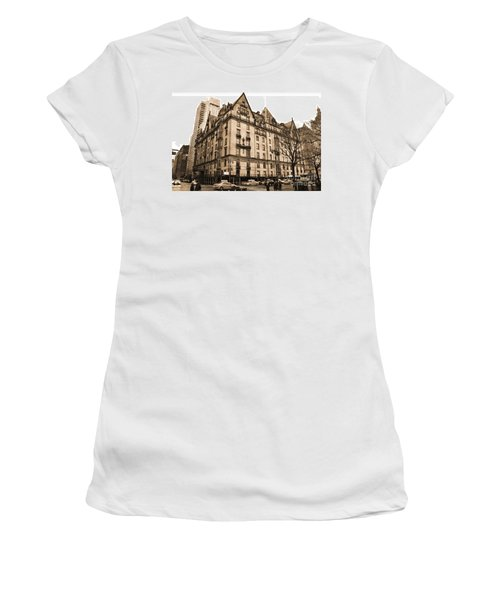 The Dakota Vintage Look Women's T-Shirt (Athletic Fit)