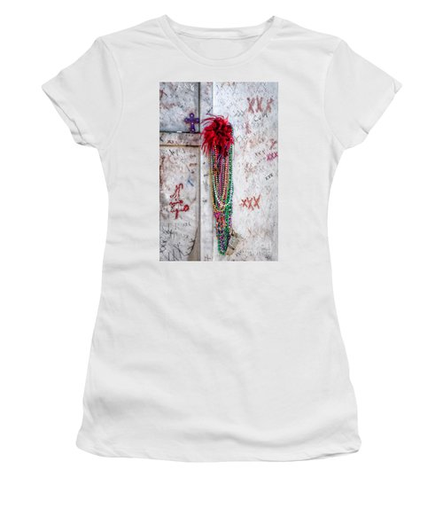 Tomb Of Marie Laveau New Orleans Women's T-Shirt (Athletic Fit)