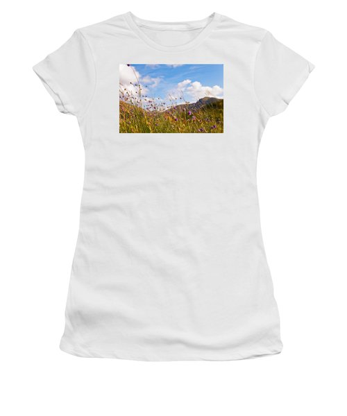 When The Sun Is Shining Everything Around Smiling Towards. Scotland Women's T-Shirt