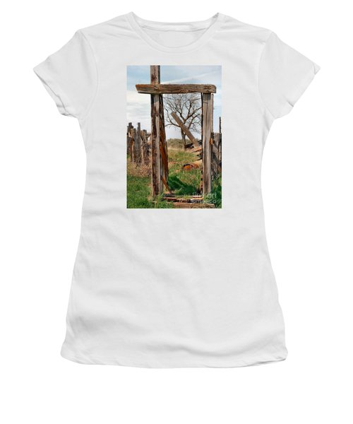 Into The Past Women's T-Shirt (Athletic Fit)