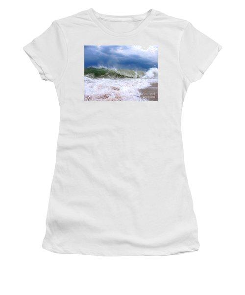 Breaking Women's T-Shirt (Athletic Fit)