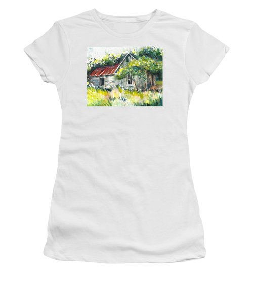 Abandoned Farmhouse In The Ozark Mountains On The Gravel Road To Hawk's Bill Crag At Whitaker Point Women's T-Shirt