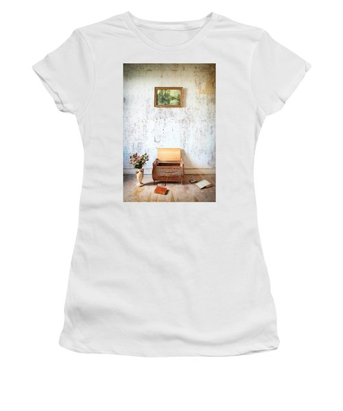Abandoned Memories -urbex Women's T-Shirt (Athletic Fit)