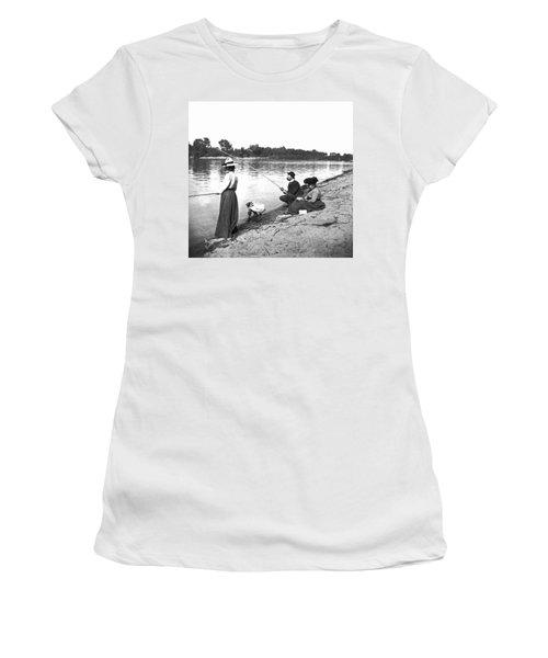 Family Fishiong Women's T-Shirt