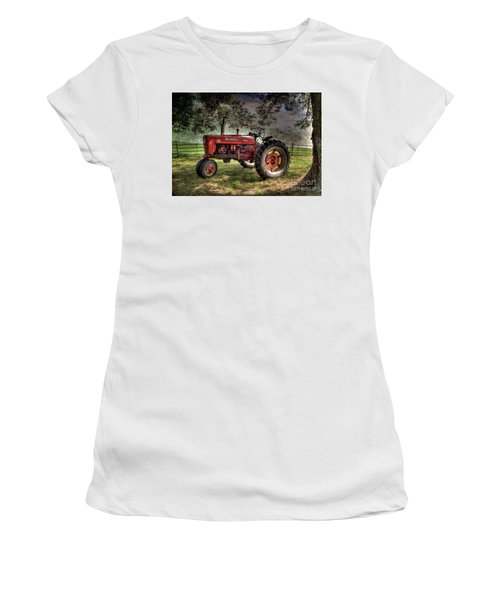 Farmall In The Field Women's T-Shirt (Athletic Fit)