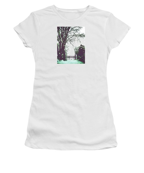 Field Gate Women's T-Shirt (Athletic Fit)