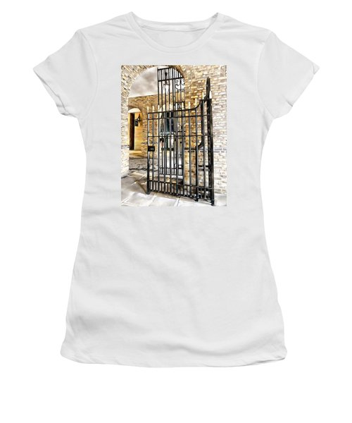 Gates At Hay's Galleria London Women's T-Shirt (Athletic Fit)
