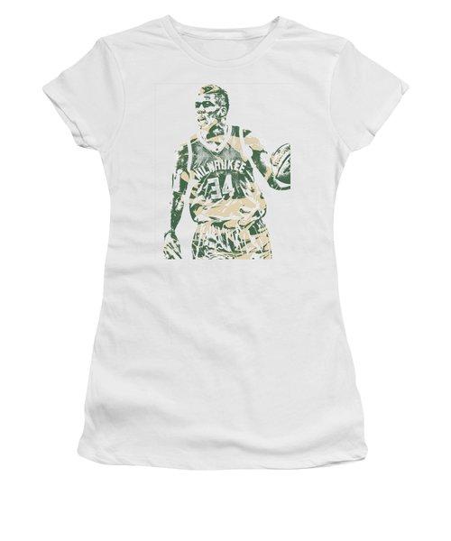 Giannis Antetokounmpo Milwaukee Bucks Pixel Art 23 Women's T-Shirt