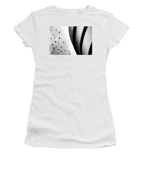 Guggenheim Museum With Pigeons Women's T-Shirt