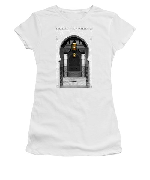 Moroccan Style Doorway Lamps Courtyard And Fountain Color Splash Black And White Women's T-Shirt