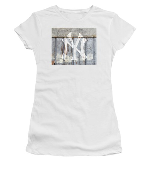 New York Yankees Rustic 2 Women's T-Shirt