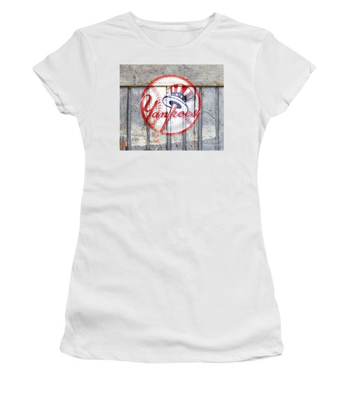 New York Yankees Top Hat Rustic 2 Women's T-Shirt