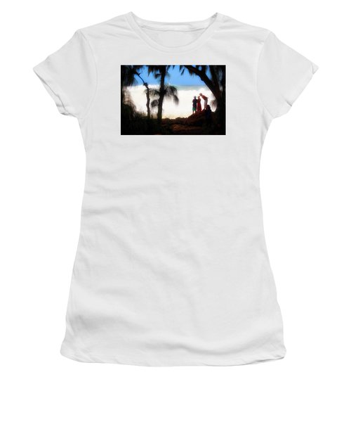 North Shore Wave Spotting Women's T-Shirt (Athletic Fit)