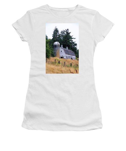 Old Barn In Field Women's T-Shirt (Junior Cut) by Athena Mckinzie
