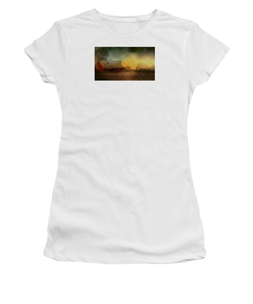 Old Barn With Charm Women's T-Shirt