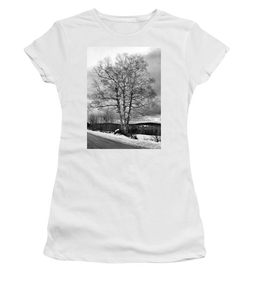 Old White Birch Women's T-Shirt (Athletic Fit)