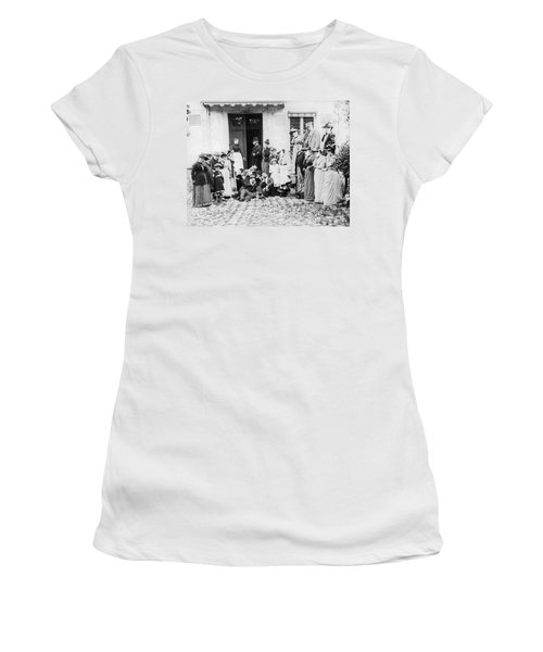 Patients Wait To See Dentist Women's T-Shirt