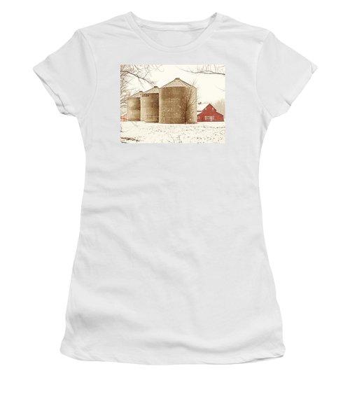 Red Barn In Snow Women's T-Shirt
