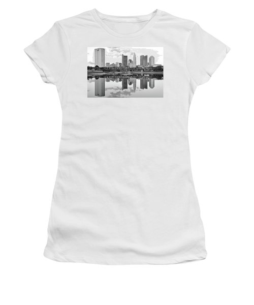 Women's T-Shirt (Junior Cut) featuring the photograph Scarlet And Columbus Gray by Frozen in Time Fine Art Photography