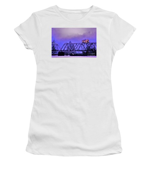 Setting High Above Women's T-Shirt (Athletic Fit)