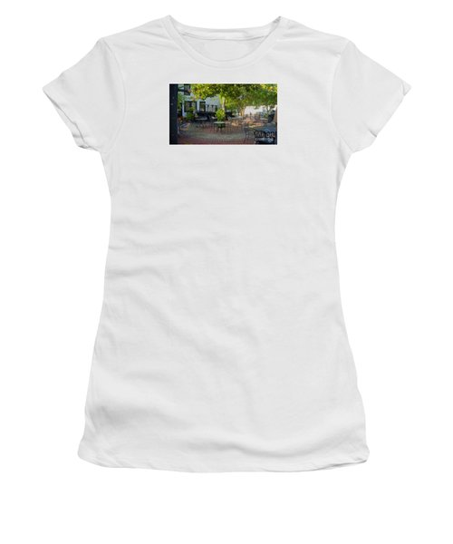 Shady Outdoor Dining Women's T-Shirt (Athletic Fit)