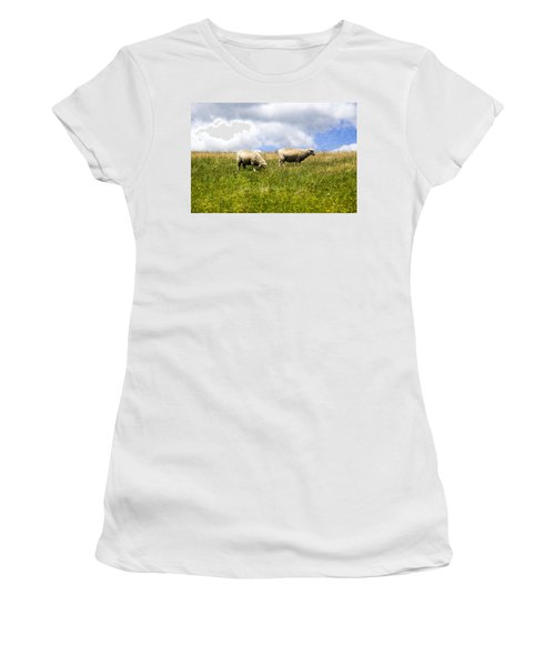 Sheep In New Zealand Women's T-Shirt (Athletic Fit)