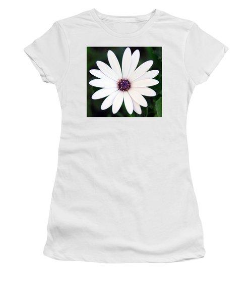 Single White Daisy Macro Women's T-Shirt