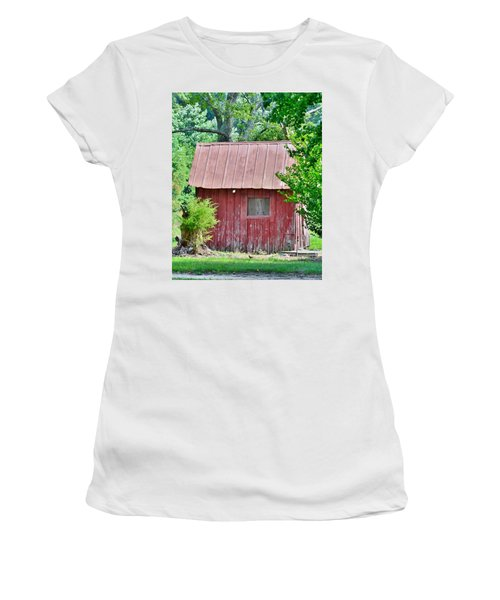 Small Red Barn - Lewes Delaware Women's T-Shirt (Athletic Fit)
